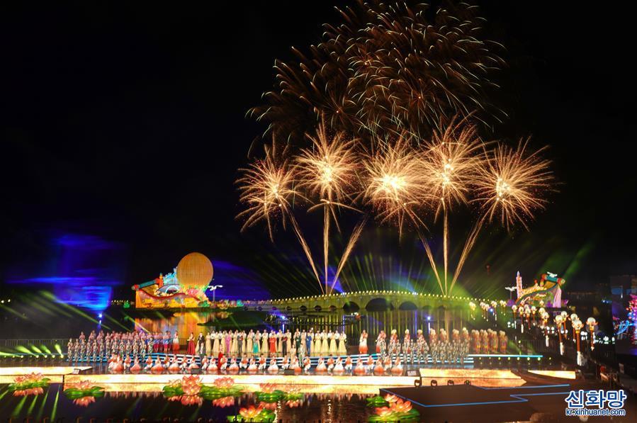(社會)(1)2021海峽兩岸(昆山)中秋燈會揭幕