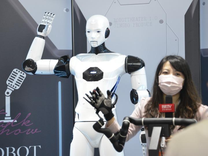 中 '세계로봇콘퍼런스', 로봇과 더불어 사는 미래 생활 엿보기