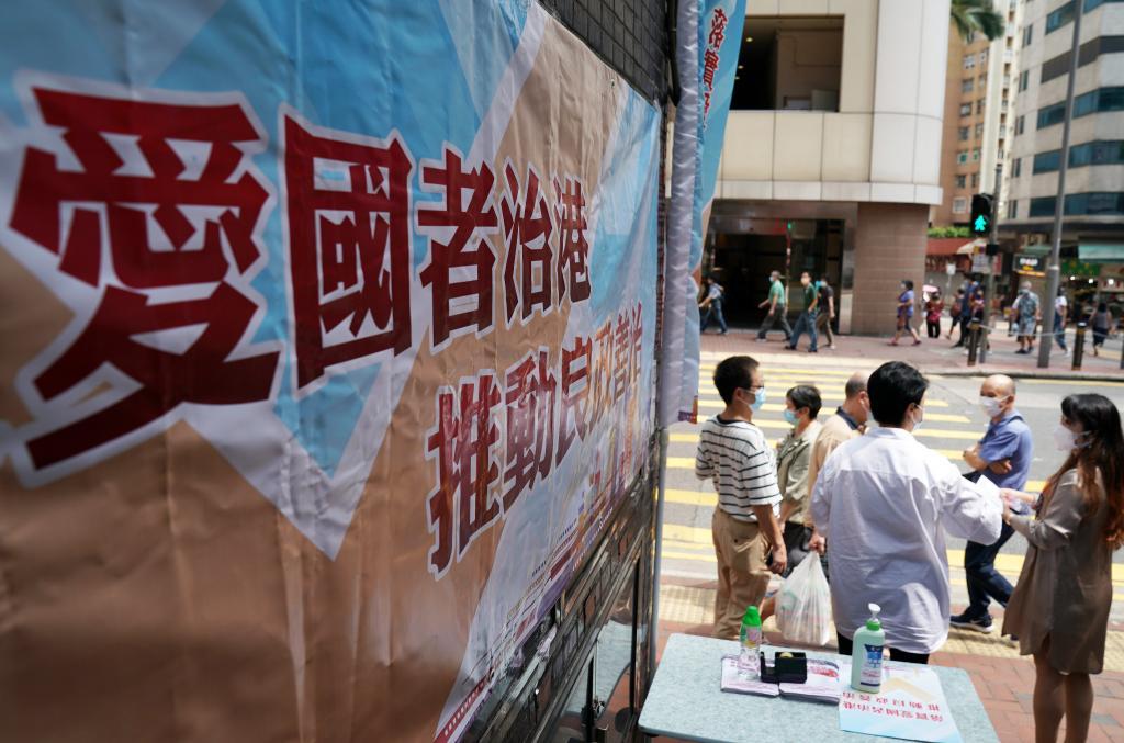 홍콩 선거인단 선거 앞두고 '민심 청취'하는 위원들