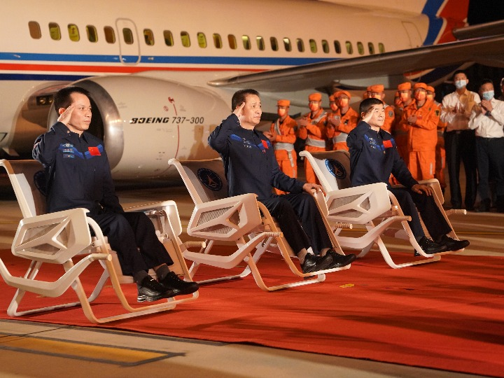 中 선저우 12호 탑승 우주인 3인, 베이징으로 무사 귀환