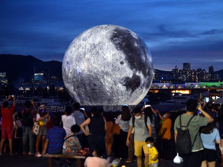 홍콩에 '안착한' 보름달